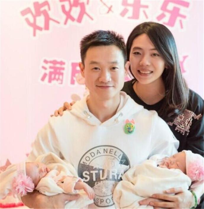 杨威二胎双胞胎满月,网友纷纷送上祝福
