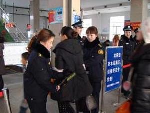 女子地铁站掌掴女安检员 在民警面前其嚣张