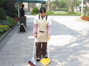 保洁员被砍十刀 虽已脱离生命危险但凶手仍