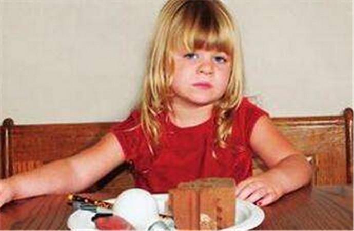 6岁女童患异食癖 恋上吃枕头指甲头发之流