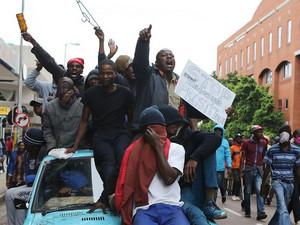 南非再次爆发排外游行 严重扰乱了社会秩序