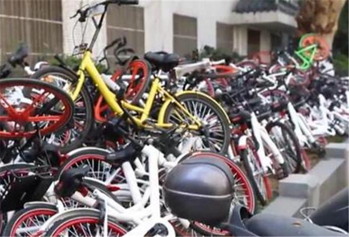 男子直播扔共享单车 共享单车这面照妖镜照出了多少鬼怪?