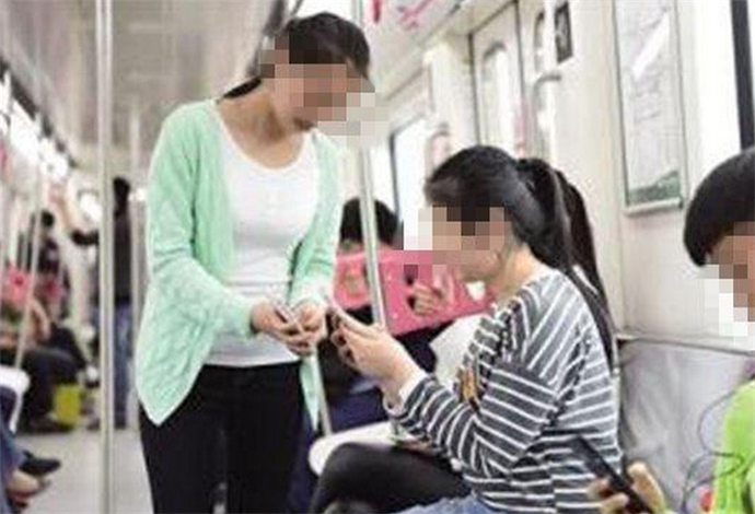 地铁扫码属于骚扰