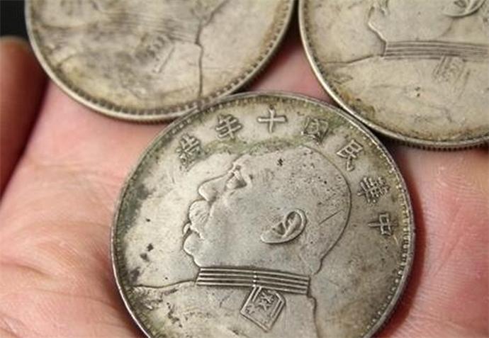 男子莫名收到银元