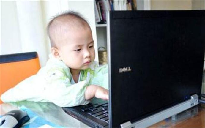 父亲抢电脑玩游戏 竟扬言要打死自己的儿子!