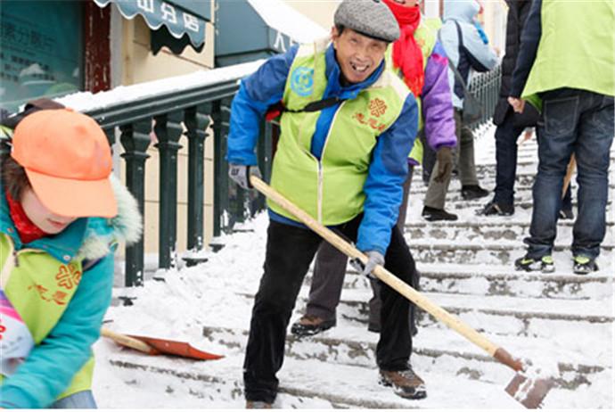 83岁当志愿者 自己省吃俭用只为帮助更多的人!