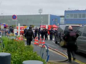 巴黎机场枪击事件,所幸没有无辜者受伤死亡