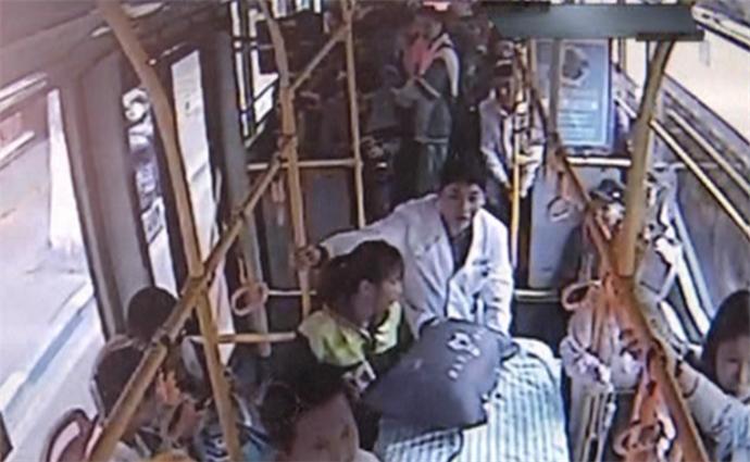 公交车变救护车