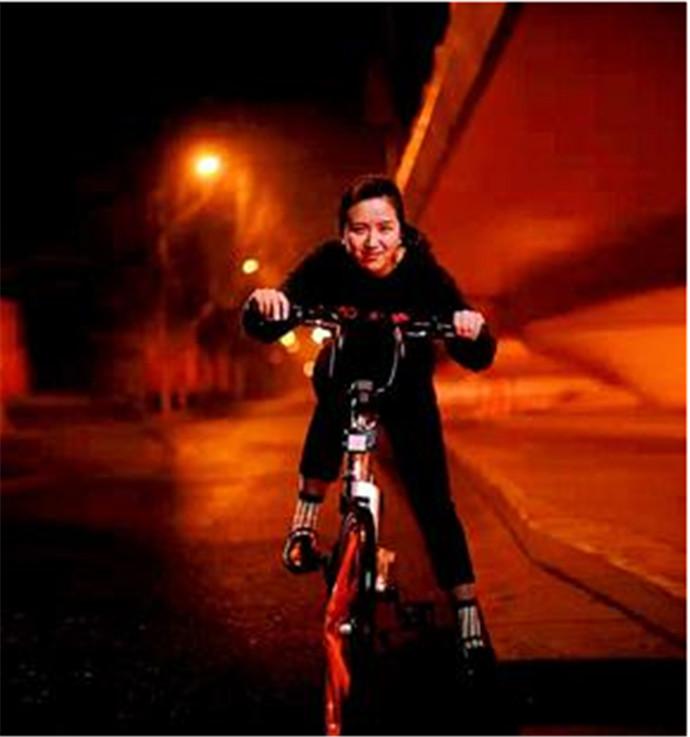 摩拜单车估值超百亿,小记者两年成为大老板