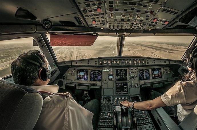 中国乘客万米高空制服歹徒