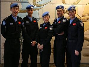 中国维和警察回国 与家人朋友再次相聚场面感人