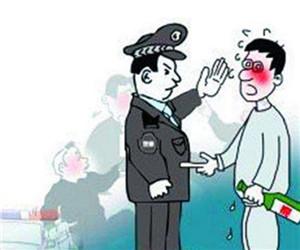 发帖辱骂警察拘留两日 愚昧不代表能触犯法律