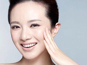 哪个牌子的护肤品适合油性皮肤 选对产品做个清爽的妹子