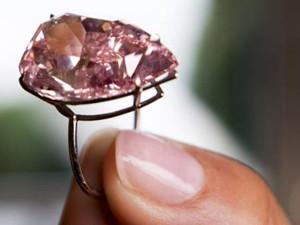 香港粉钻破拍卖纪录,刷新全球钻石的世界纪