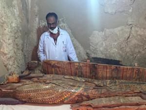 埃及考古重大发现 3500年前木乃伊和上千精美考究陪葬雕像