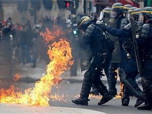 巴黎五一游行爆冲突 游行人数达到14.2万让人震惊