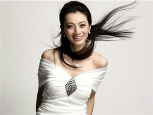 美女总裁尹峰孩子老公怎么样? 幸福的一家子