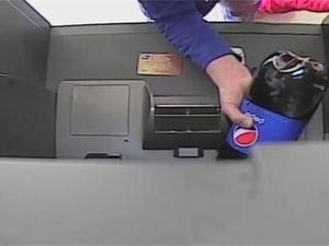 女子ATM倒可乐 揭女子ATM倒可乐详情始末令人咋舌