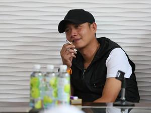 文章讲座犯烟瘾当场抽烟喝酒 出轨门事件后文章踪迹