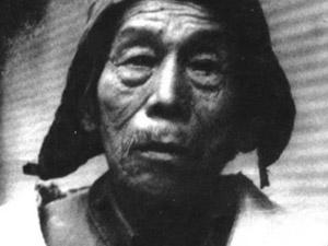 张清安的6个老婆的照片 八十年代自封皇帝御