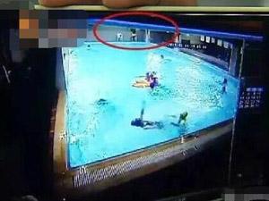 健身房溺水员工无视 直击女子拼命自救惊险过程令人后怕