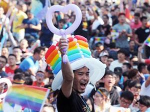 台同性婚姻合法化 网友:康永哥民政局叫你去登记了