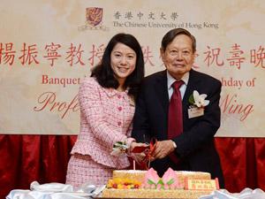 翁云光与杨振宁孙女结婚 两人相差50几岁网