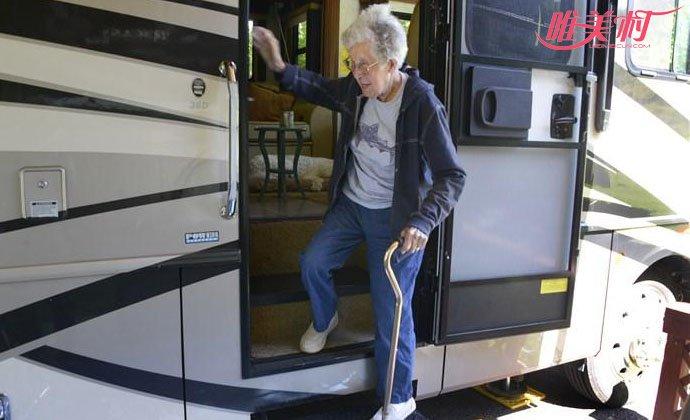 老人放弃治疗旅行