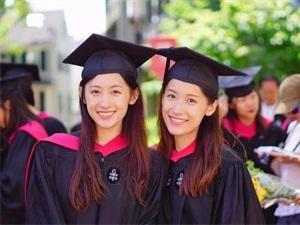 复旦双胞胎姐妹从哈佛毕业 校花变女神