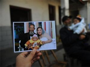 80岁老人竟然娶了28岁女人 真是太神奇了