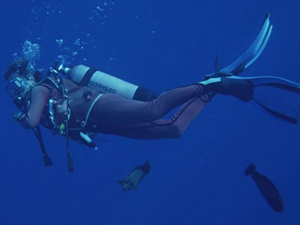 男子潜水遭遗留海中 遇不靠谱教练男子欲哭无泪自求多福