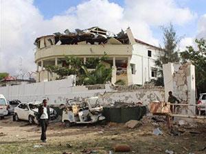 索马里饭店爆炸袭击 爆炸现场一片混乱死伤