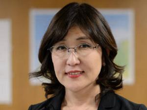 日本女国防部长自夸长的不错 在座记者哗然