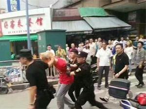 男子闹市刺伤三名市民 患有精神病目前正在