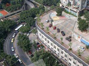 重庆屋顶建路走车 又一重庆式建筑现身