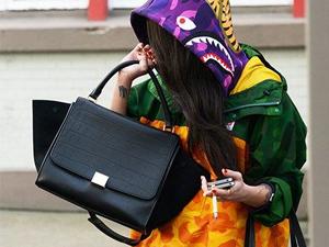 一款包包N种背法 让你成为街头行走的潮流风景线