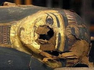 埃及发现戴黄金面具木乃伊 疑似来自地球外文明的产物