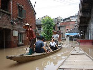 浙江兰溪洪水退却 强降雨引发洪水街道犹如
