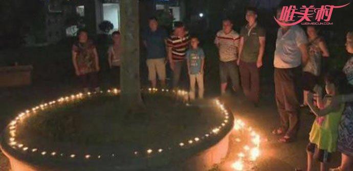 众人点燃蜡烛为莉莉祈福