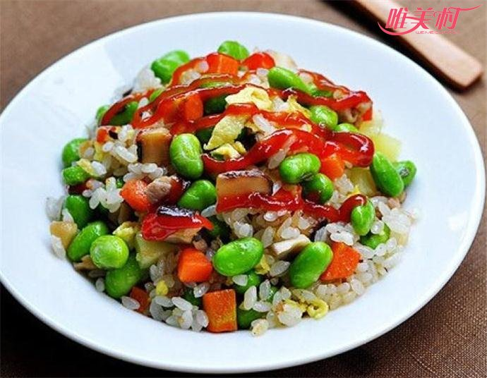 毛豆腊肠炒饭