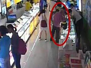 女孩书店遭猥亵 其母目睹幼女惨遭色老头猥亵愤怒报警