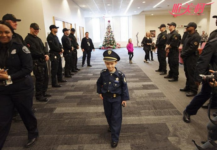 小男孩当警局局长