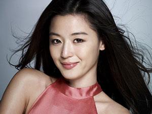 韩国人气偶像全智贤 大嫂竟是新加坡首富郭令明的女儿