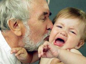 新生儿被亲后夭折 被亲吻一下为何会导致婴儿死亡?