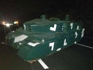 高速凭空出现坦克 神秘坦克到底是从何而来?