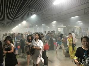 上海地铁突冒浓烟 因事故处理得当零伤亡