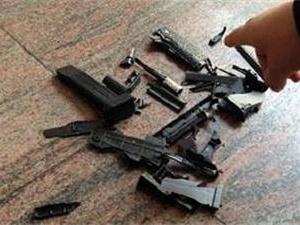 两男子玩具枪抢劫 因赌博欠下外债动抢劫念头