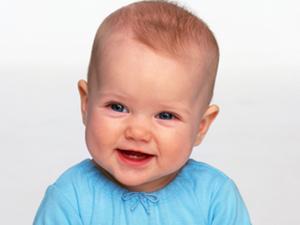 出生仅9天遭遇车祸 善良护士亲自哺乳停止哭