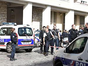 法国车辆冲撞士兵 蓄意袭击致6名士兵受伤后