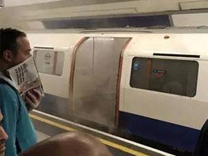 伦敦一列地铁起火 车厢浓烟滚滚目击者称非常可怕